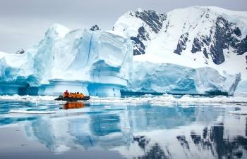 Classic Antarctica: Fly & Cruise
