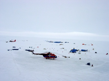 Helicopter flight to Geographic North Pole